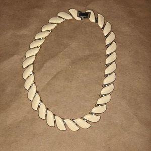 Jewelry - Small Neckless